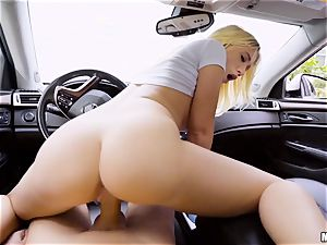 Bailey Brooke nailed deep in her honeypot in the car