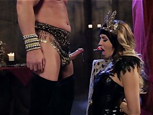 Mean queen Jessica Drake in sizzling poking parody
