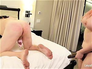 Leya ball sprays Sissy Jessica then penetrates his backside