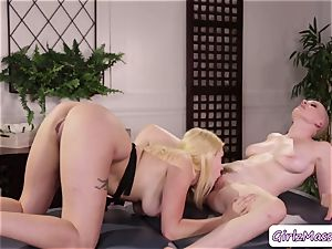massagist Giselle Palmer likes licking Riley Nixons moist poon in the table