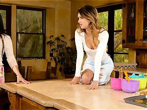 Mercedes Carrera tempts wondrous babe Uma Jolie