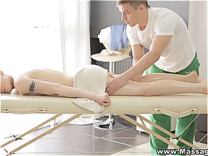 massage X - Lola Taylor- fuck-fest on a folding rubdown table