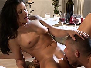 India Summers is having the flawless nail she always dreamed and craved