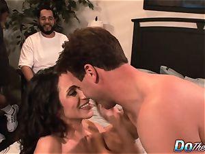 cheating wife Ariella Ferrara pulverize fellow
