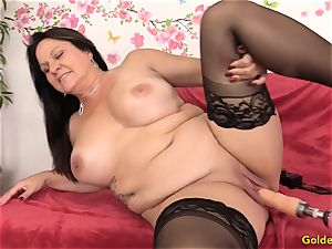 Mature Leylani schlong smashed by a Machine