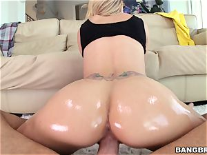 Jessa Rhodes is greased up and well-prepped to be plumbed