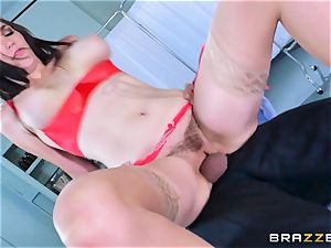Holly Michaels getting sizzling and sweaty with Kerian Lee