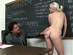 Classroom beauty Britney Amber gets a lesson in providing head
