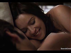 Vixen Veronica Sanchez displaying off her super-sexy boobies
