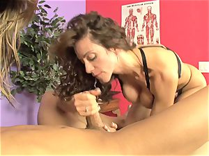 Ariella Ferrera and molten stunner fellating a stiff beef whistle