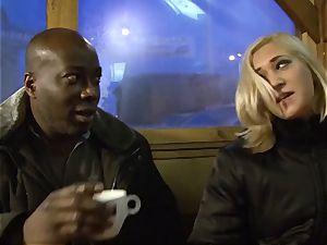 Invited a stranger cuckold trainer to pummel blondie wife