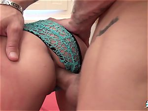 LaCochonne - Kelly gets her butt spread by hard manstick