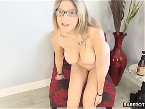 Solo session of Sarah Bella is very arousing