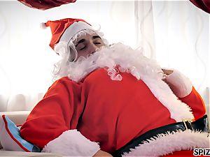 Spizoo - observe Jessica Jaymes fucking Santa Claus